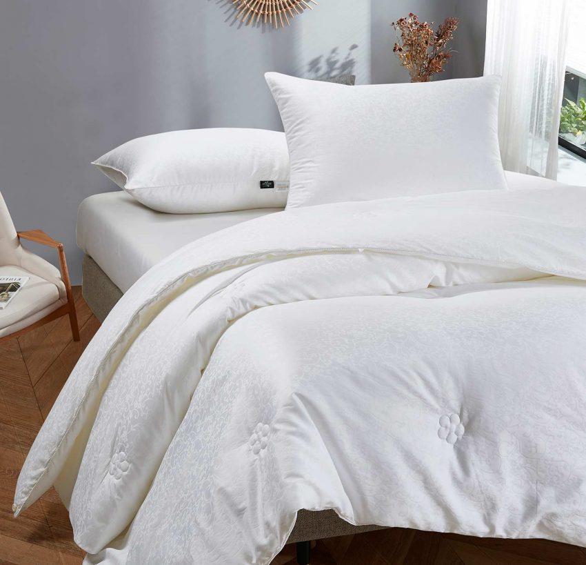 Купить шелковое одеяло в  Москве