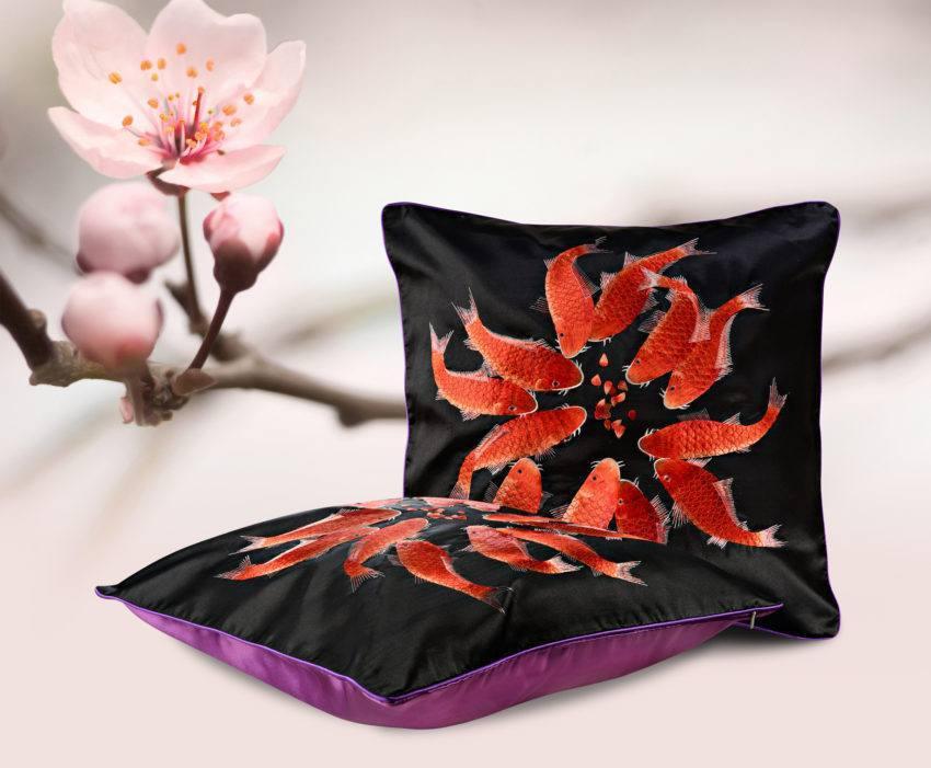 Шелковая декоративная подушка