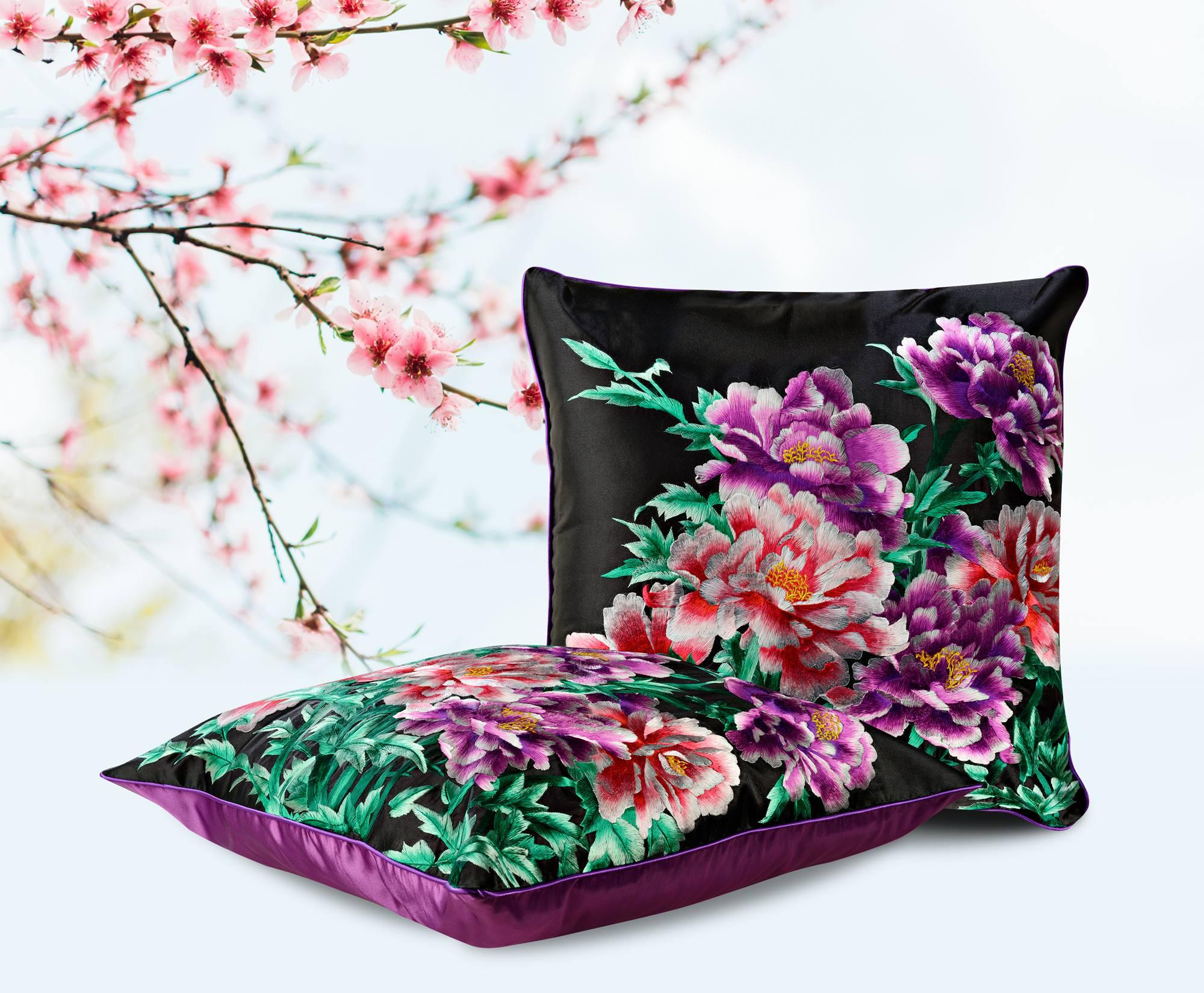 """Декоративная подушка """"Пурпурные георгины"""""""