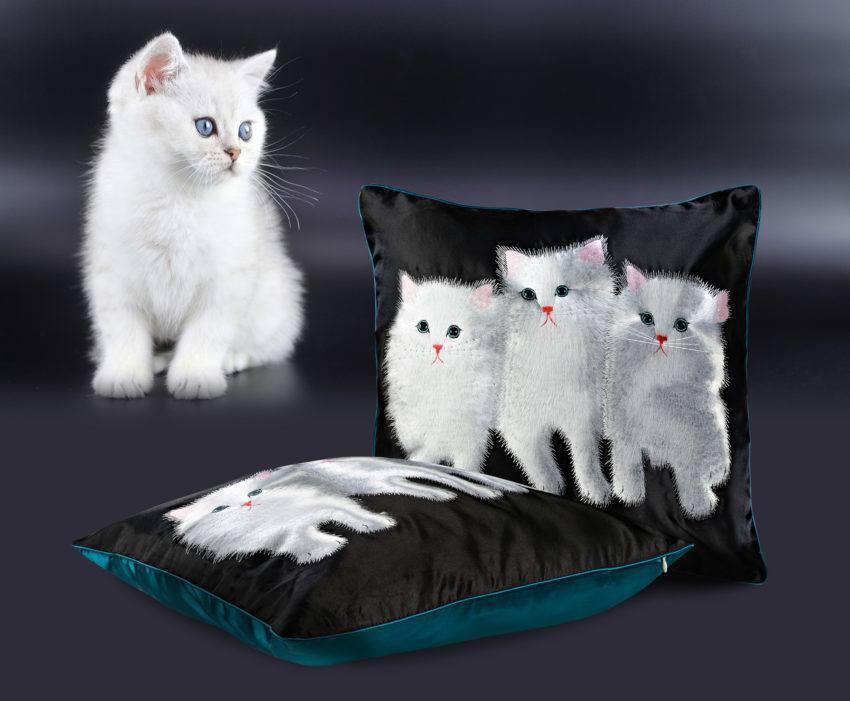 Шелковая декоративная подушка «Котята»