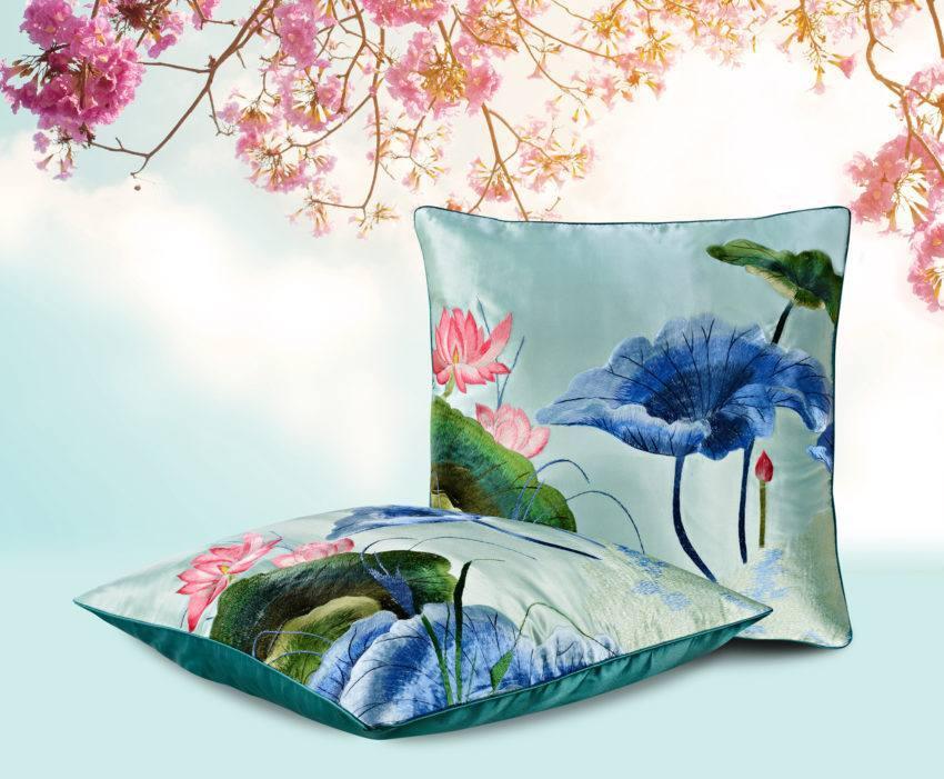 Декоративная подушка «Кувшинка в пруду»